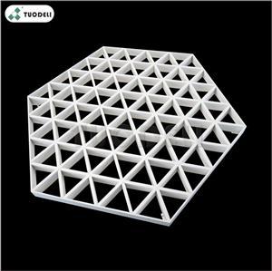 Sistema di controsoffitto a celle aperte con combinazione triangolare in alluminio