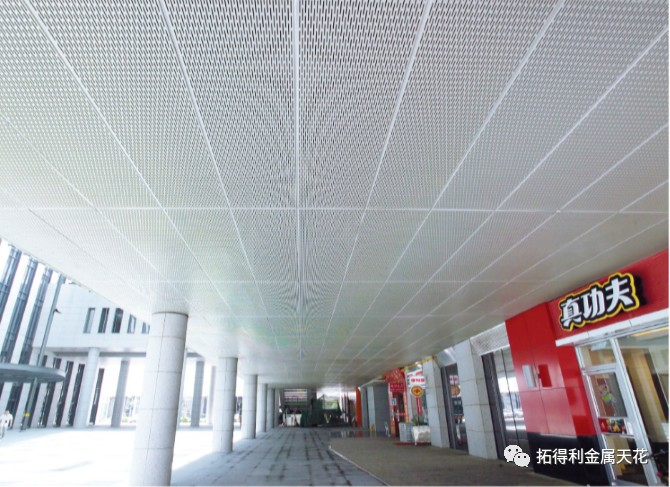 Perforated sound-absorbing aluminum gusset ceiling system is important tool for sound insulation and noise reduction