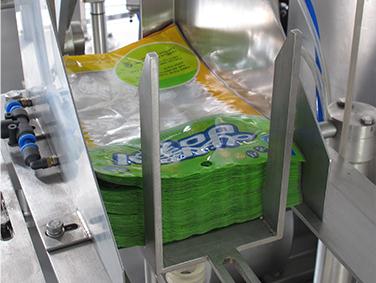 Large pouch walnut packing machine