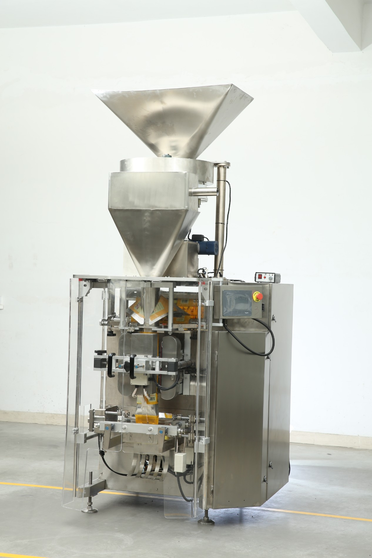 Automatic vertical packing machine with 14 heads weigher for packing sugar