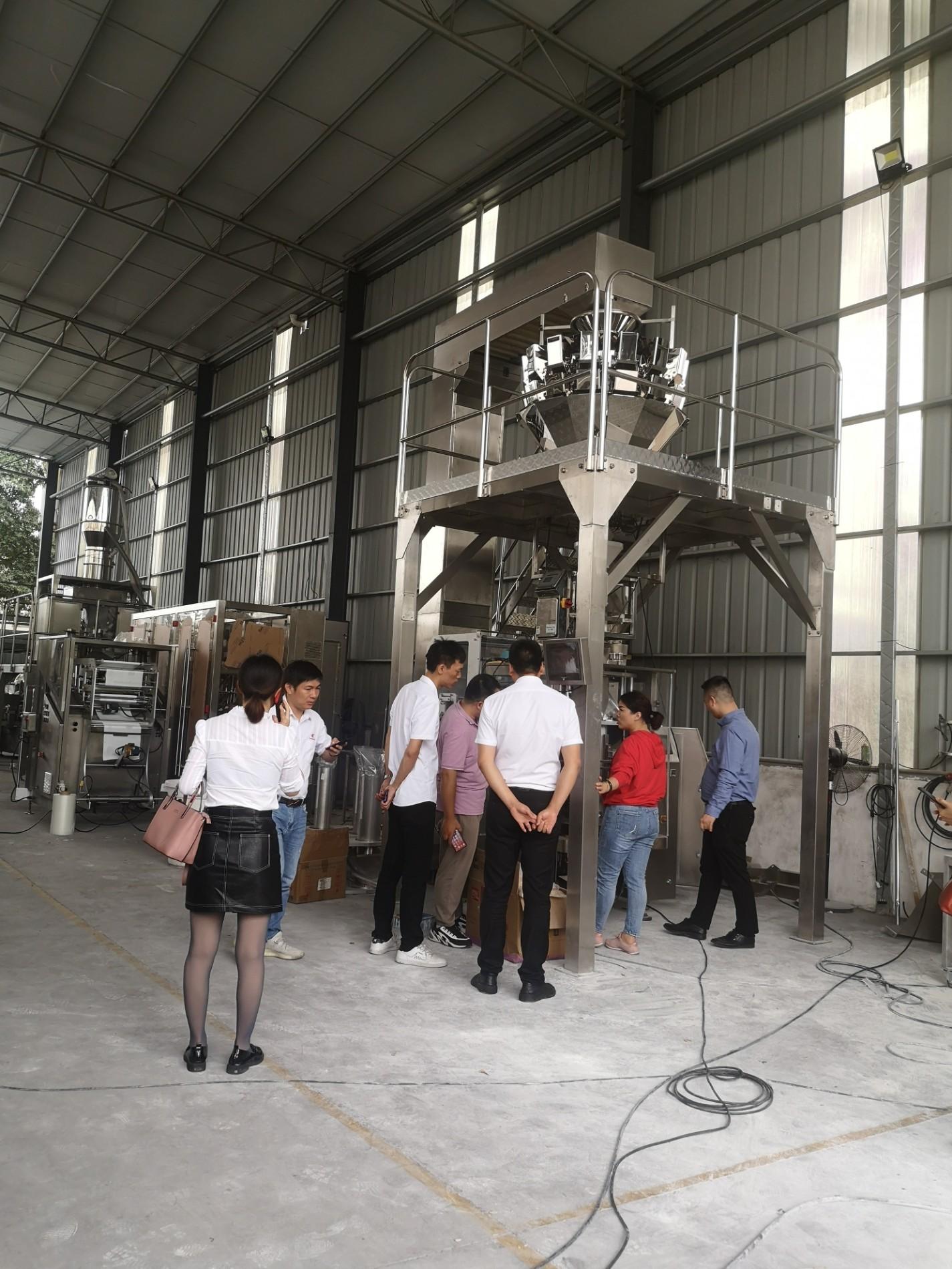 Les clients visitent l'usine de machines d'emballage BAOPACK