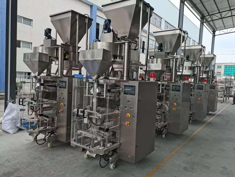 Machine d'emballage rapide et stable avec gobelet doseur pour emballer des tranches de crevettes