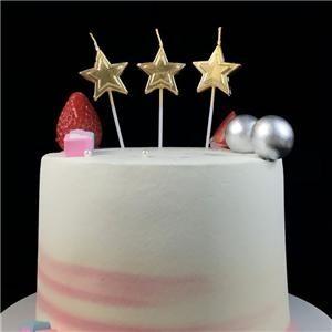 Top bougies d'anniversaire en forme d'étoile d'or sur un bâton