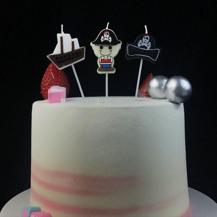 海賊をテーマにした漫画の誕生日ケーキのろうそく