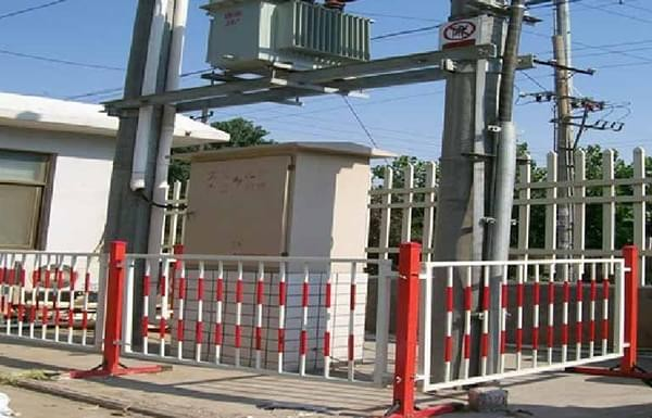 Der GFK-Zaun erfordert keine Wartung, rostet nicht und ist stark zäh