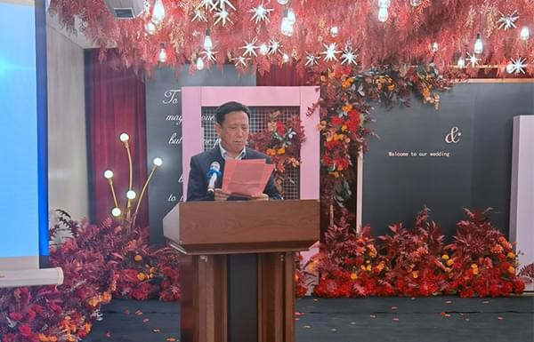 The Standing Committee of the Xindong Chamber of Commerce held a symposium on