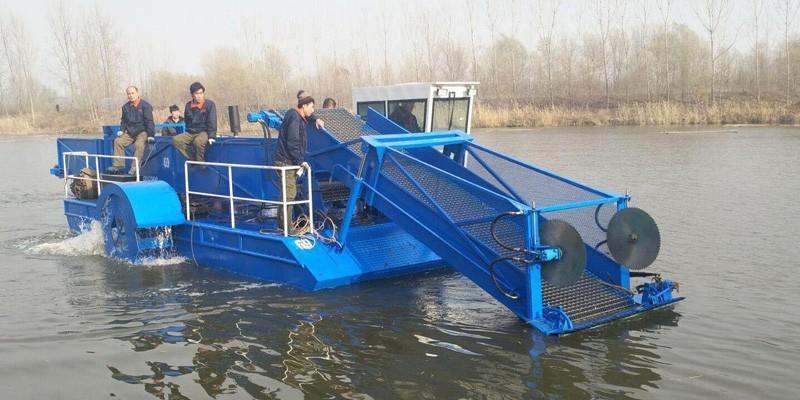 Mașină de recoltat buruieni și barca de salvare pentru port și râu