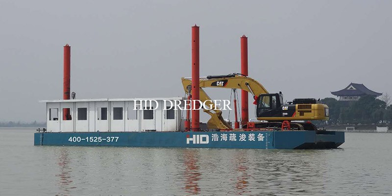 Excavator barge for dredging