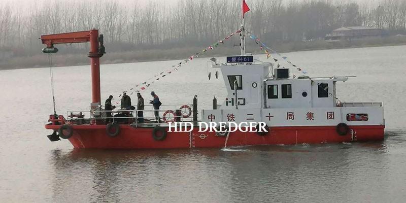 Tunda Tug Boat di sungai dan tasik