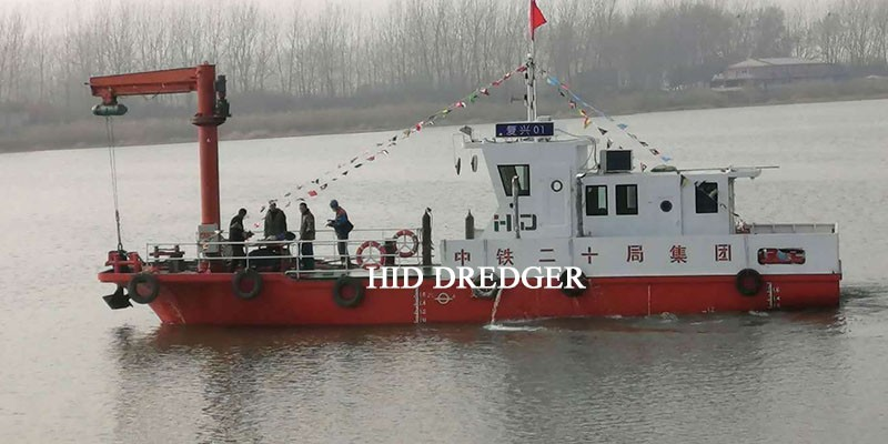 Towing Tug Boat untuk kerja mengangkat sauh