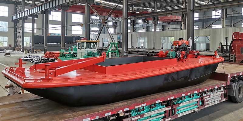 petit bateau de travail pour dragues
