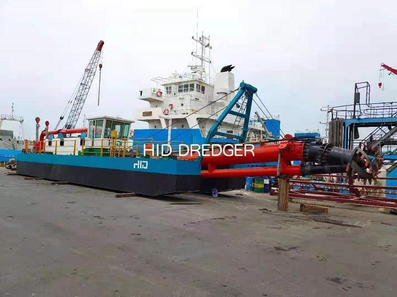 अबू धाबी में रेत/कोरल रीफ खनन के लिए डिजाइन किए गए एचआईडी-सीएसडी-3012पी कटर सक्शन ड्रेजर की सफल स्थापना