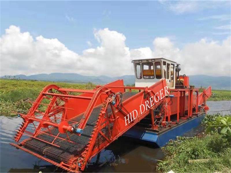 Coletor de ervas daninhas para trabalhos de limpeza de rios e lagos