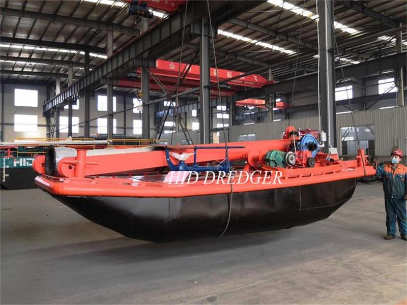 Perahu Kerja Kecil untuk Pengeruk