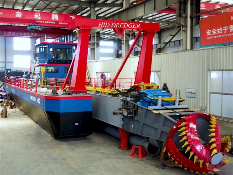 HID High Customized With 6000M3/H Water Flow Capacity Cutter Suction Dredger Delivery For UAE River Dredging.