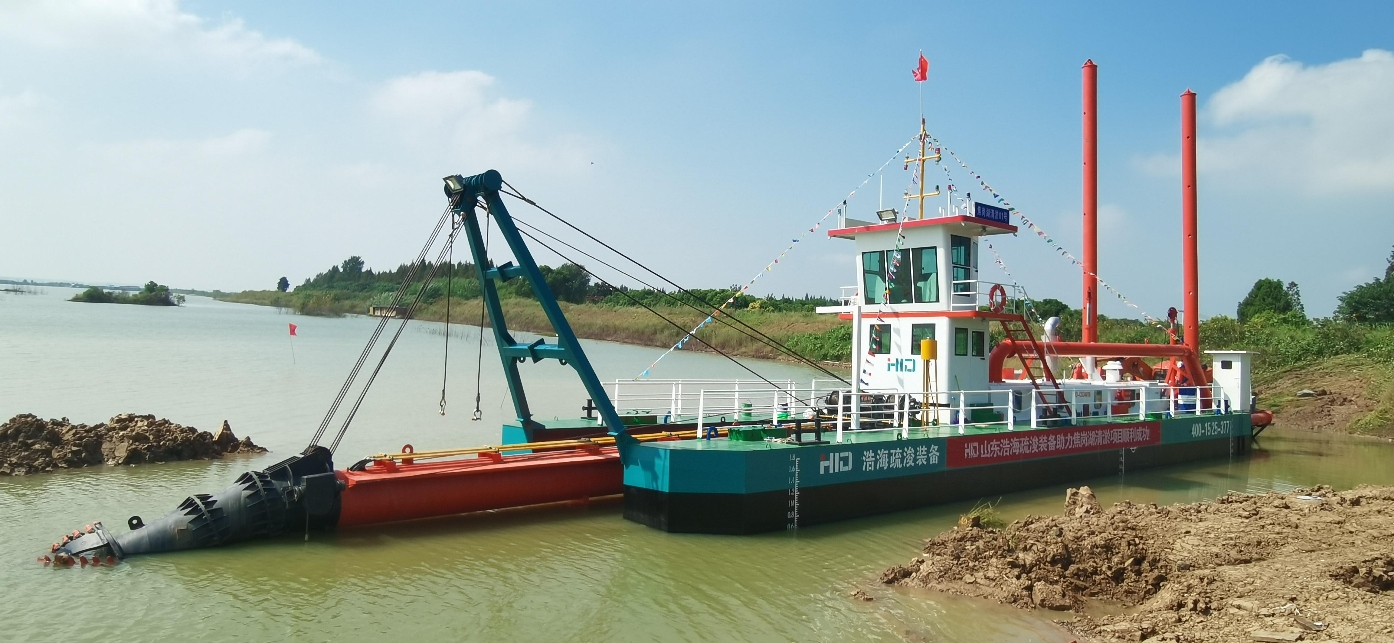 La drague suceuse à coupe HID CSD350 lancée pour les travaux de dragage du lac