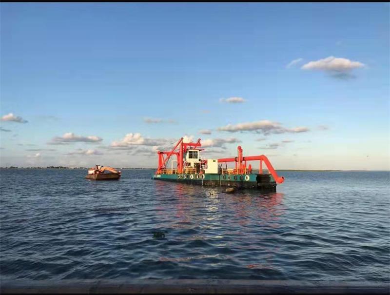 HID कटर सक्शन ड्रेजर को मिस्र की झील में लॉन्च किया गया और सुचारू रूप से संचालित किया गया
