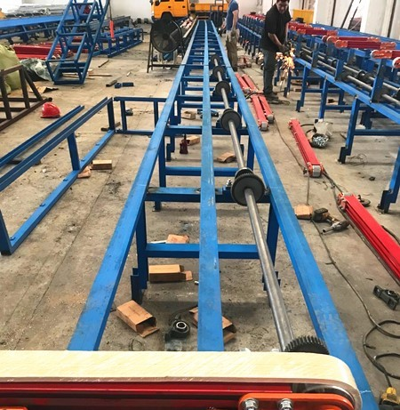 Installation site of 1100t extruder, cooling bed and servo dual tractor