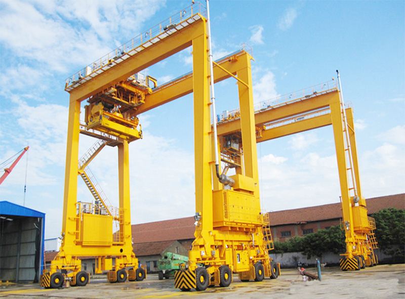 Supply ship gantry crane