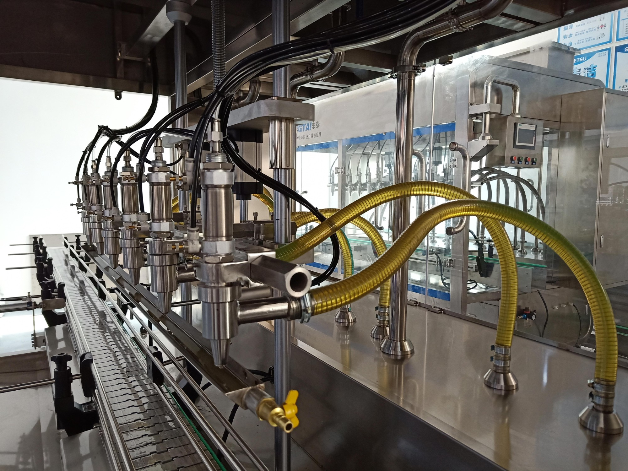 Lube oil filling capping labeling machine engine oil filling machine palm oil filling and sealing machine olive oil bottle filling machine Manufacturers, Lube oil filling capping labeling machine engine oil filling machine palm oil filling and sealing machine olive oil bottle filling machine Factory, Supply Lube oil filling capping labeling machine engine oil filling machine palm oil filling and sealing machine olive oil bottle filling machine