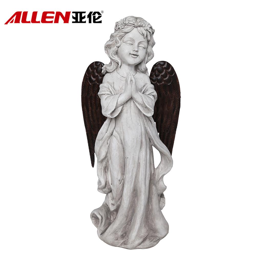 庭の装飾ポリレジンメタル翼を持つ天使の置物を祈ります