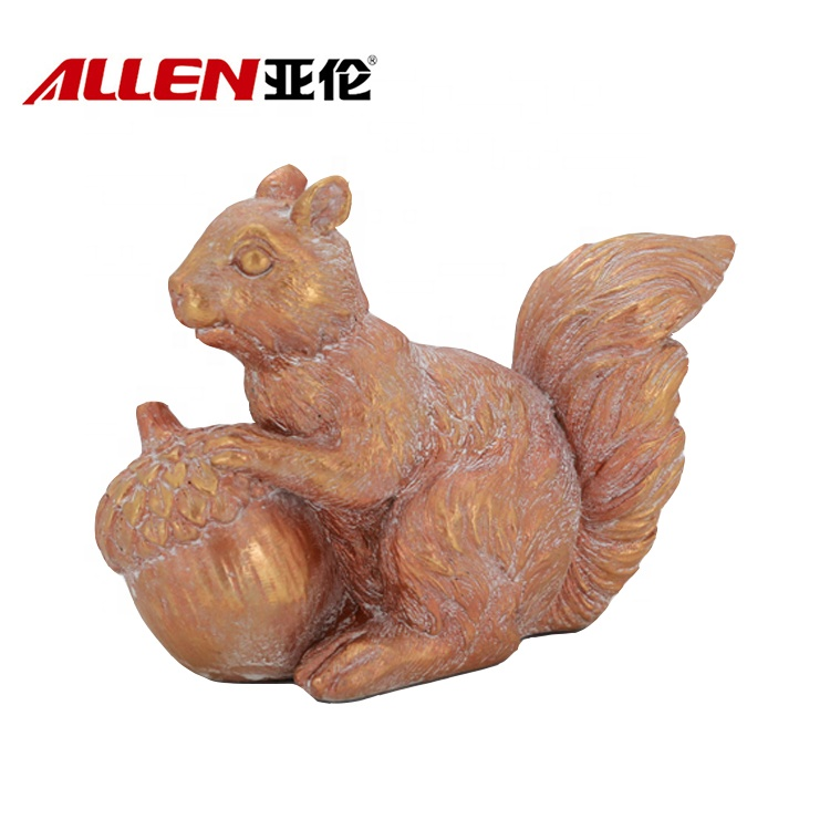 Polyresin Thanksgivin Squirrel Figurine