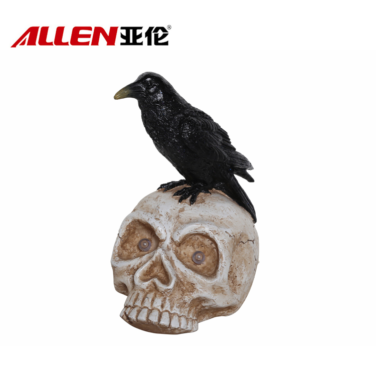 Halloween Decoration Resin Crow Figurine On Skull With Led