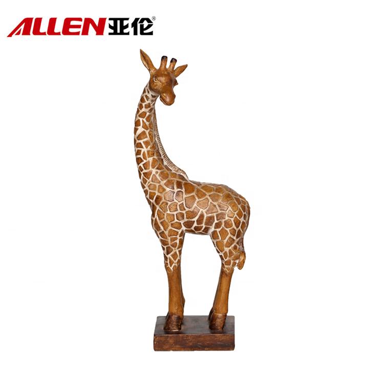 手作りのアフリカのスタイル立ちレジンキリン像