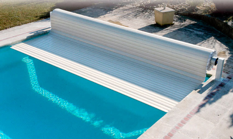 automatic pool safety covers