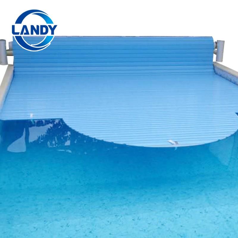 Kryty bazénů s automatickou závěrkou
