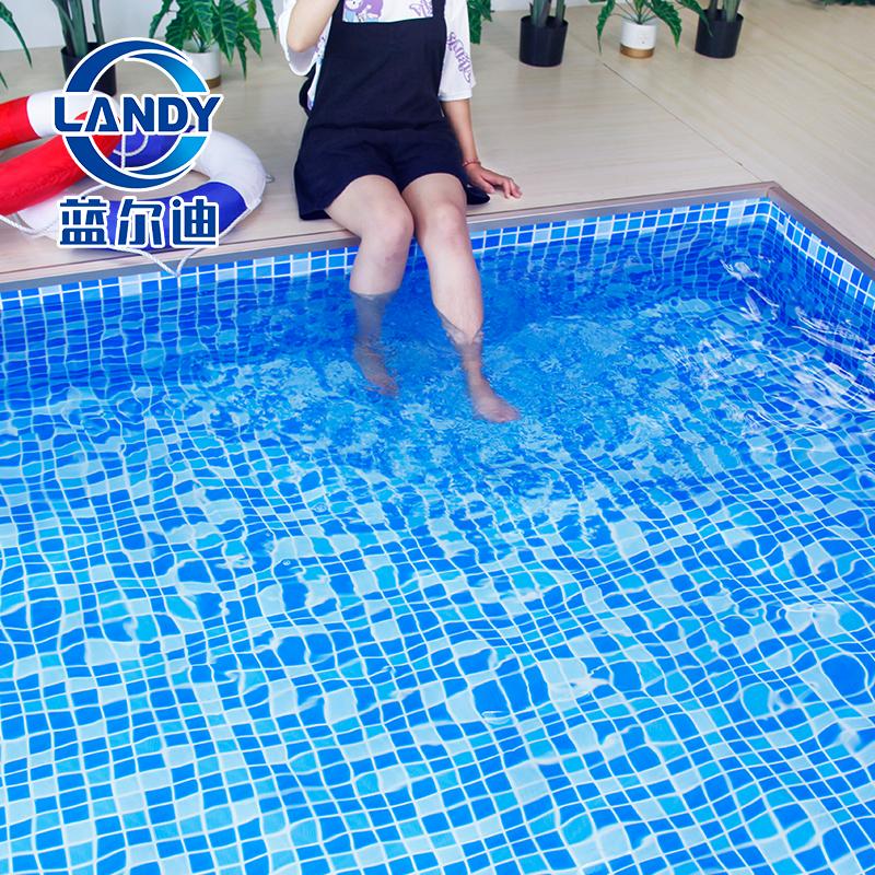 Piscina con rivestimento in PVC blu