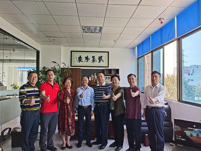 후이 저우시 당위원회 지도자들과 비즈니스 친구는 C-FLINK 방문