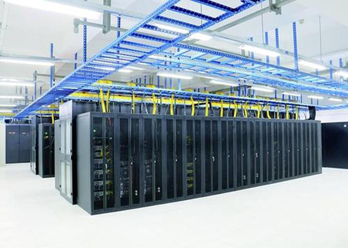 非常に大規模なデータセンターのための効率的な100Gおよび400G光伝送溶液