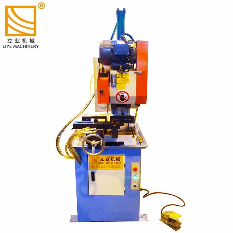 Scie circulaire tuyau métallique hydraulique profil machine de découpe