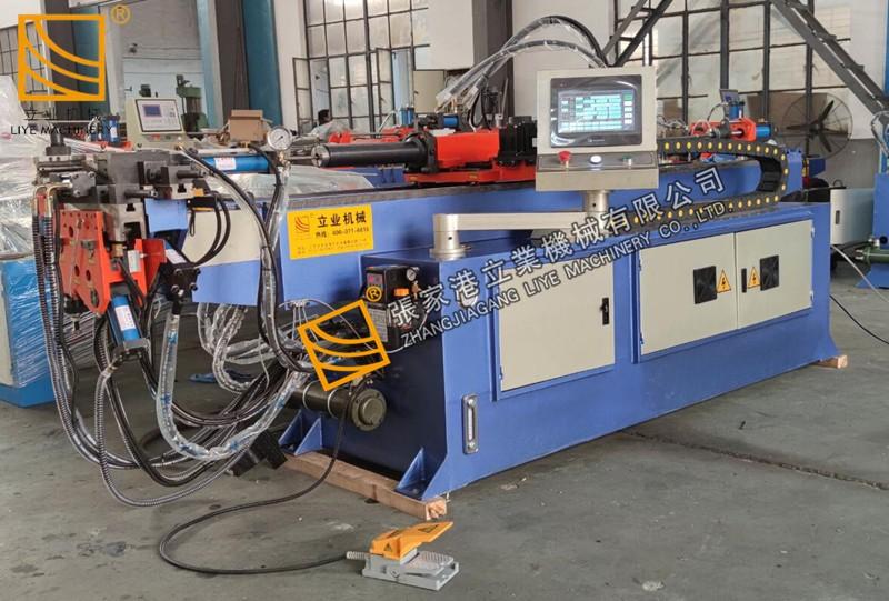 Машина за огъване на тръби с функция за пробиване на отвори