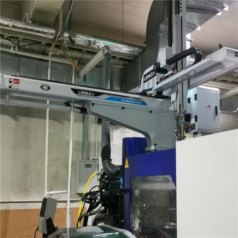 How to perform daily maintenance of the injection molding three-axis servo manipulator?