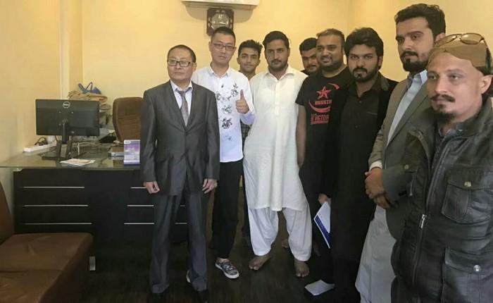 A finales de abril de 2018, el Sr. Todd Zhu, Director de Marketing del Departamento de Marketing en el extranjero, había visitado a uno de nuestros socios cooperativos en Lahore e Islambad, Pakistán.