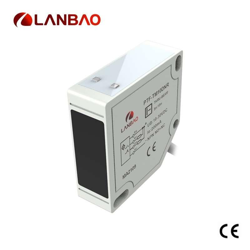 AC DC retro reflection photoelectric detector