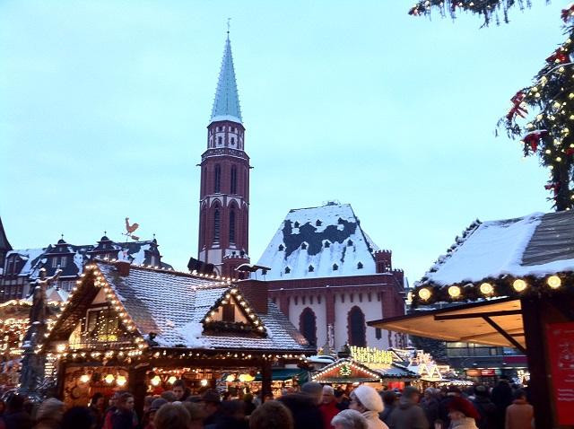 Angela Merkel: the German Christmas market with hot red wine and black sausages is about to collapse