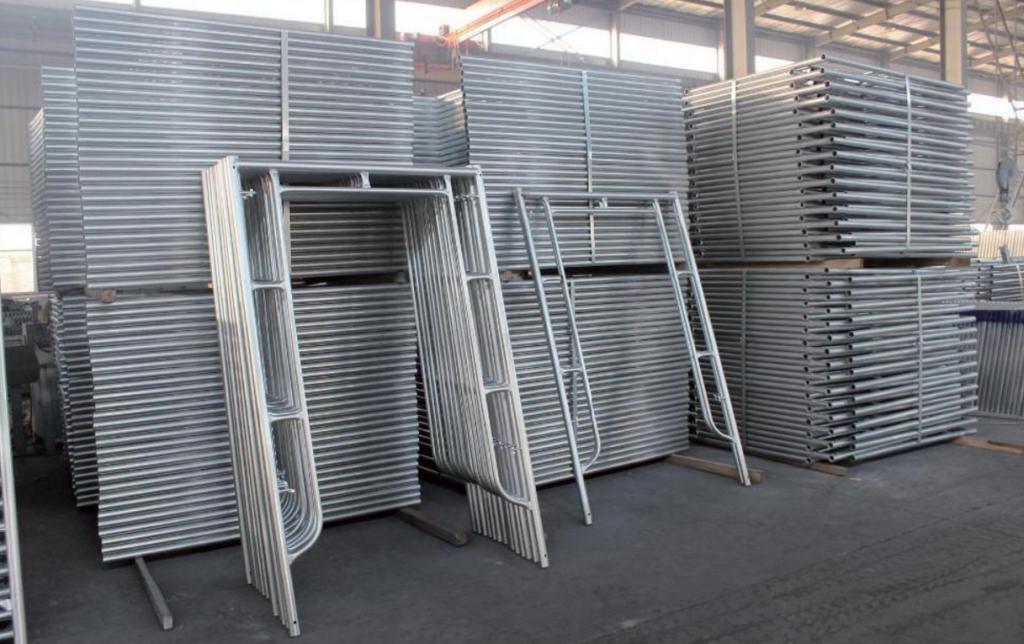 building tubular steel scaffolding