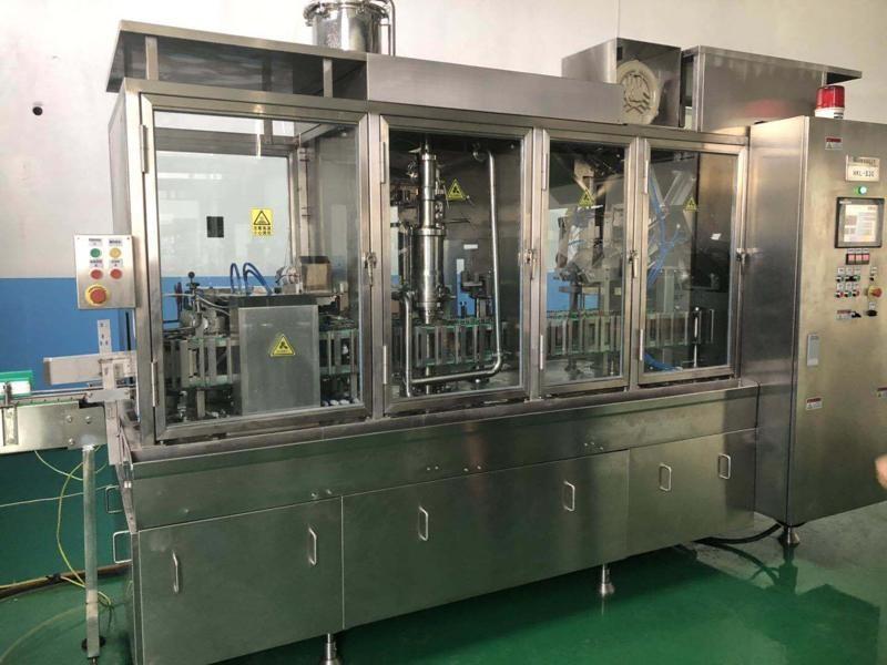 Высокоскоростная машина для розлива жидкости с двускатным верхом объемом 1000 мл, 24 кВт