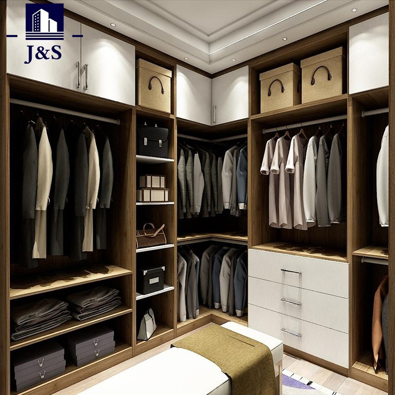 berjalan kaki kecil di dalam almari sistem almari pakaian penganjur