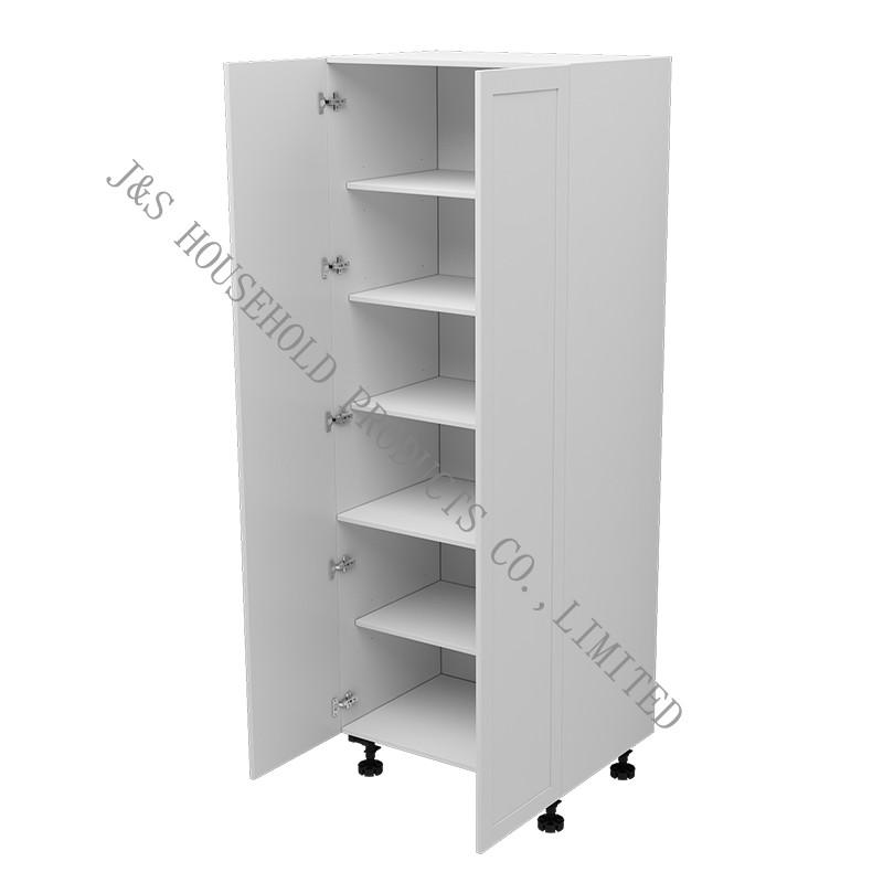 Buon senso di manutenzione dei controsoffitti dell'armadio e dei pannelli delle porte