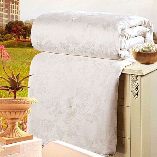 Cotton Cover And 100% Silk Filled Quilt Duvet