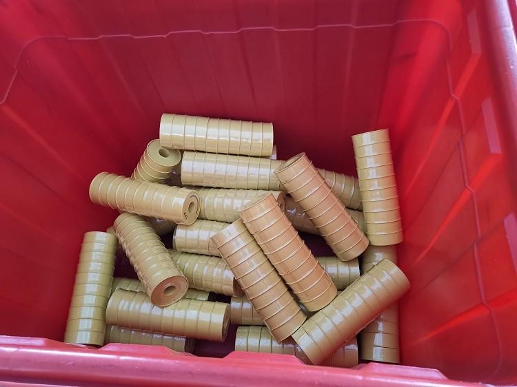 Băng ren PTFE được đóng gói thành một gói