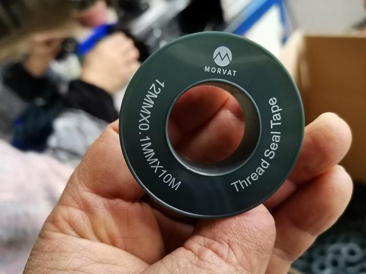 En la producción de cinta de PTFE, los clientes requerirán que se impriman diferentes colores de logotipo y contenido en el carrete. Cuando los diferentes colores se combinan mejor con los carretes, se mejora la visibilidad general del producto de cinta de PTFE.