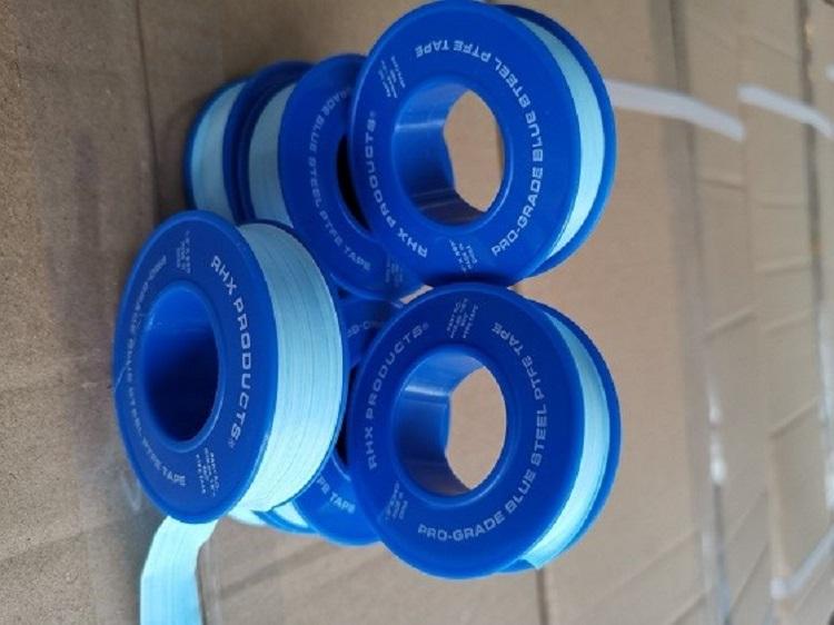 Клиент заказал синюю резьбовую ленту из ПТФЭ, очень красивого синего цвета, она была заказана клиентом и продана напрямую на Walmart и Amazon.