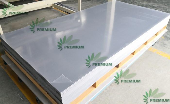 Plăci rigide din PVC de culoare albă, exportate pe piața europeană