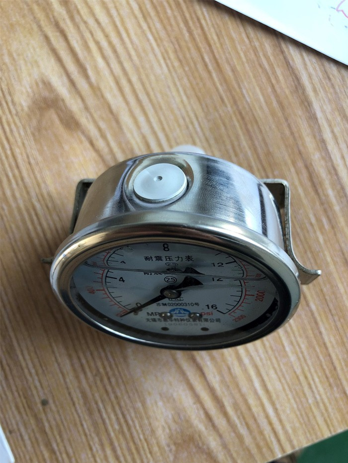 Disc brake pressure gauge for oil rig