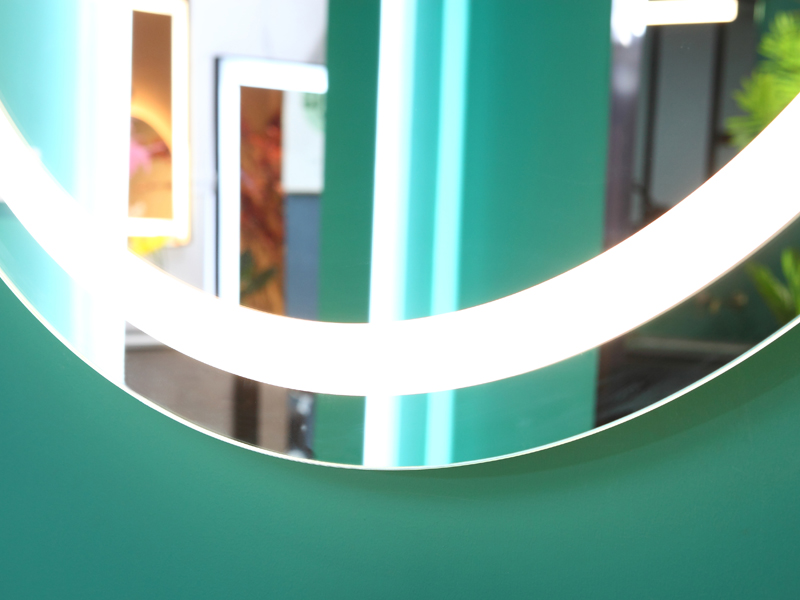 Round Wall Hanging Mirror with LED light Factory